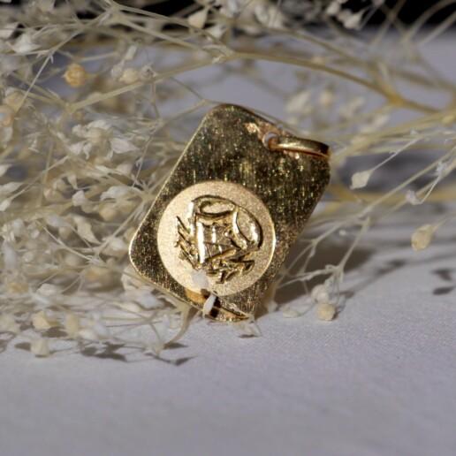 medaille or signe crabe astrologique cancer