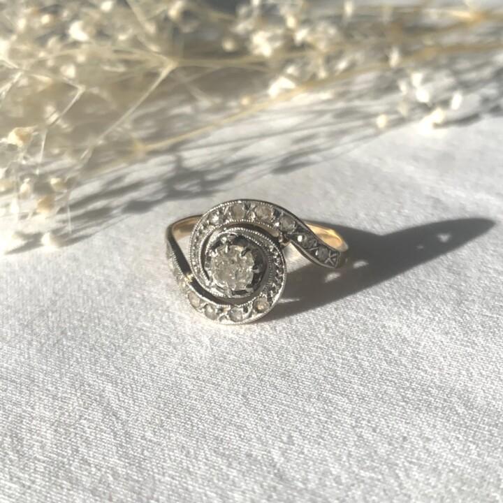 bague unique or diamant vintage tourbillon