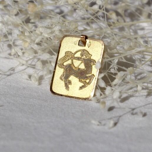 medaille or signe astrologique sagittaire